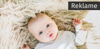Baby på blødt tæppe